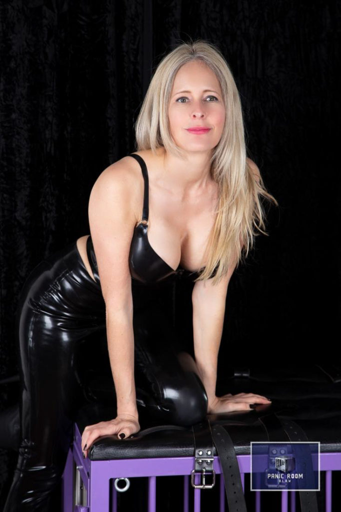 bizarrlady-denise-hamburg-dominastudio-14