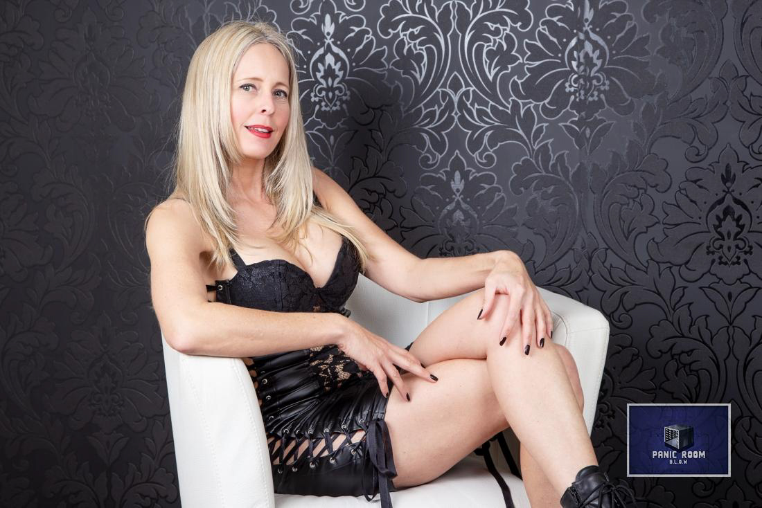 bizarrlady-denise-hamburg-dominastudio-16
