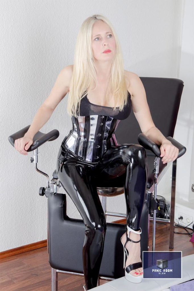 bizarrlady-denise-hamburg-dominastudio-21