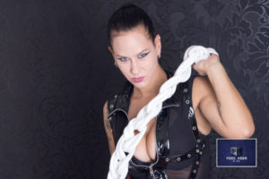 Sklaven Video Fotoshooting bei Domina Djinny