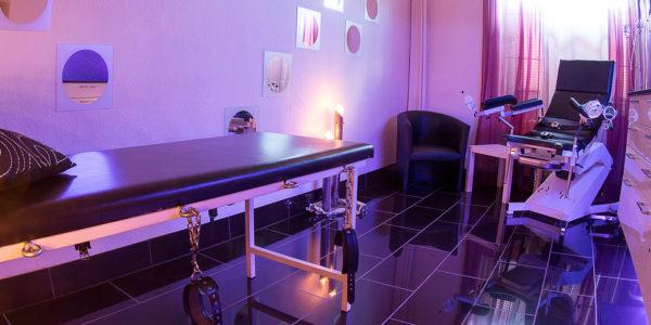 Fetisch Klinik im Hamburg-Dominastudio